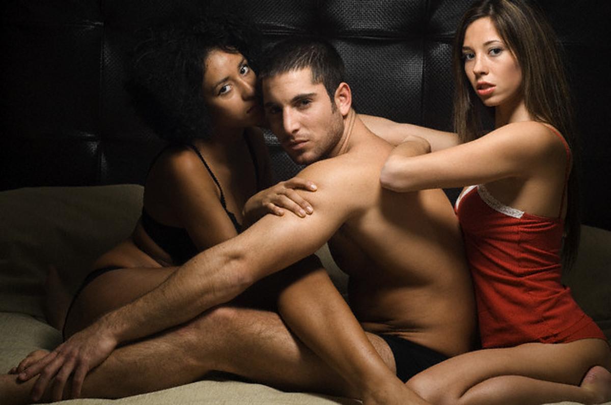 Секс двумя женшинами одной мушин
